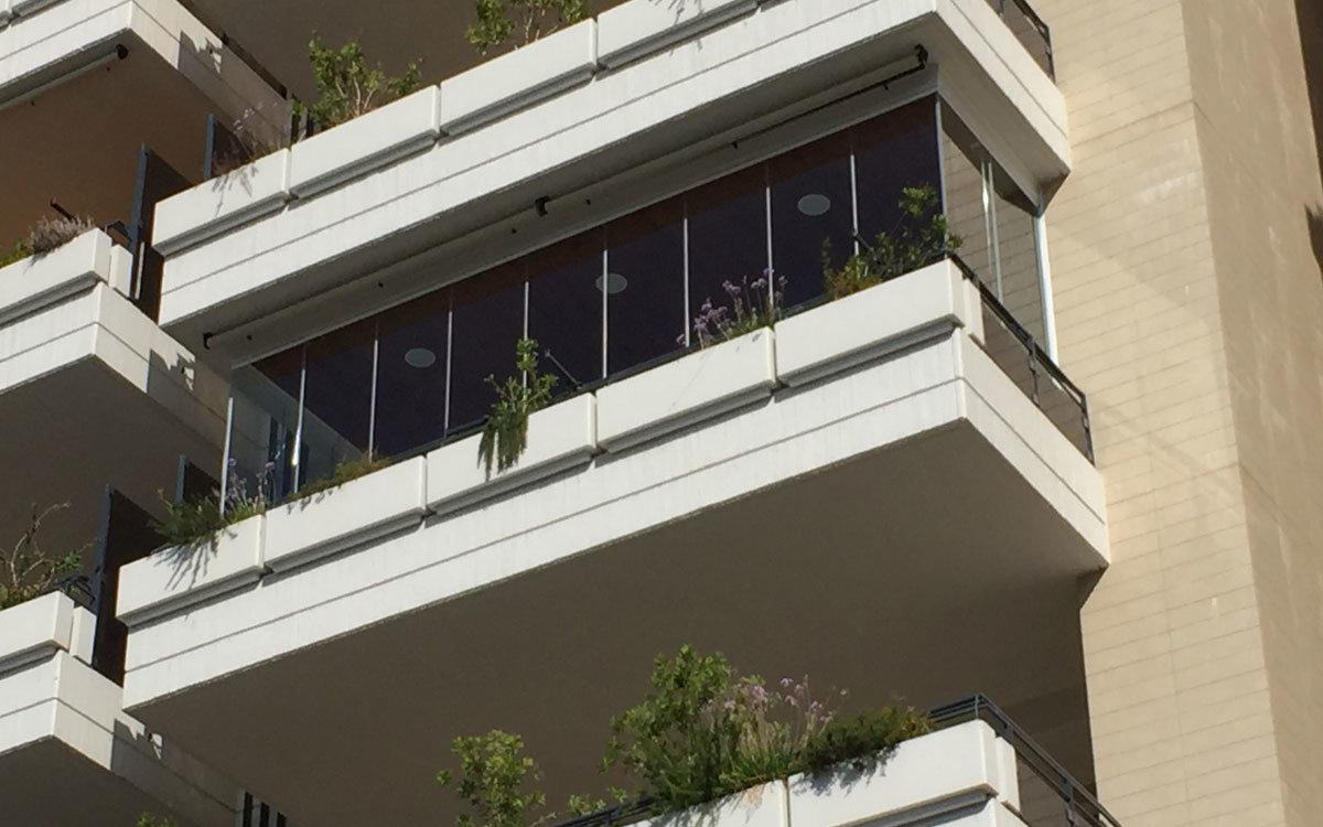 balcone chiuso con vetrata