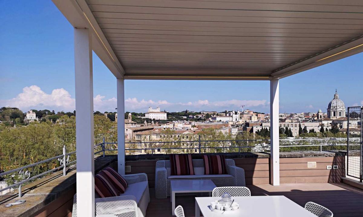 pergola su terrazza panoramica a roma