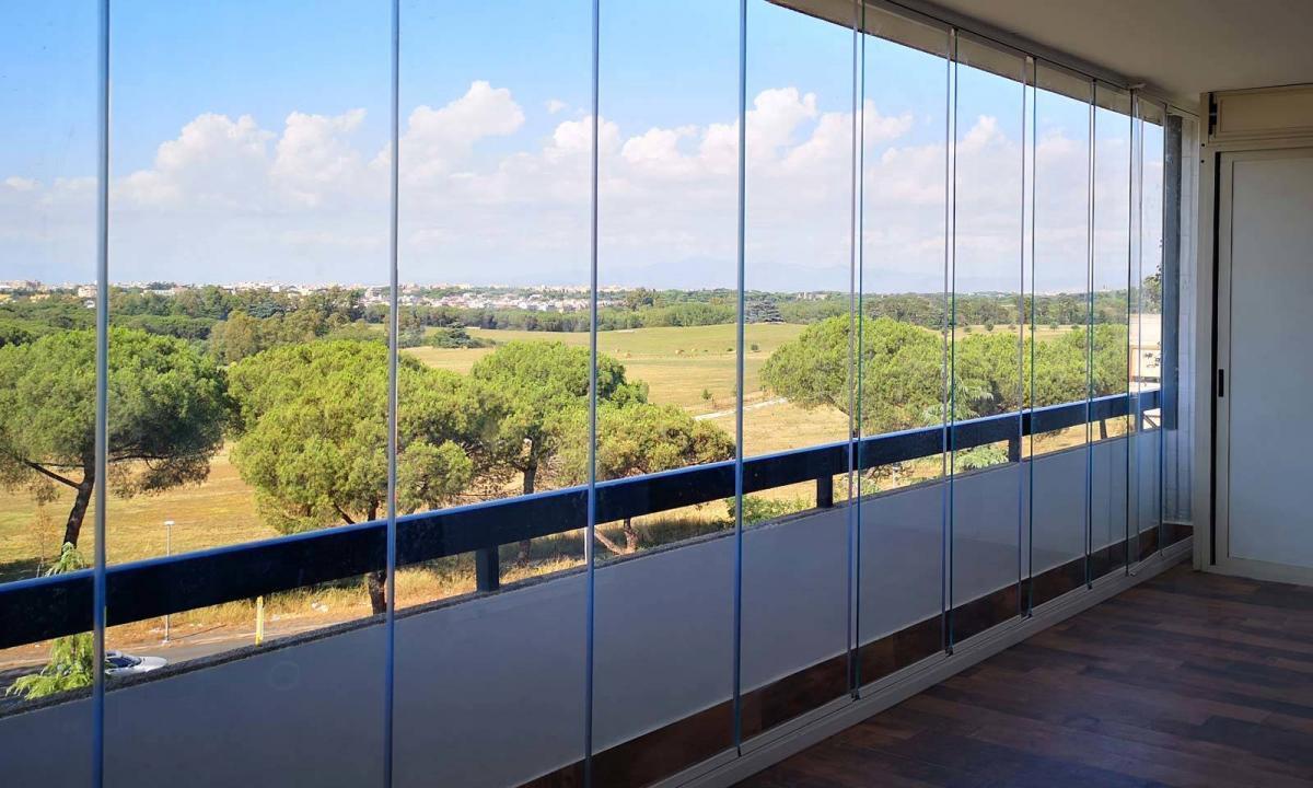 vetrate extrachiare per un balcone