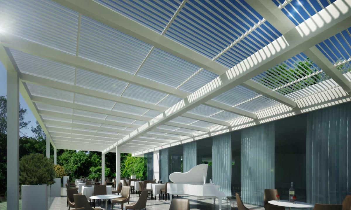 esterno ristorante con tettoia bianca addossata a parete
